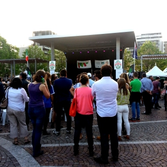 Crowd watches a dj at the Italian Festival in Melbourne, 2014